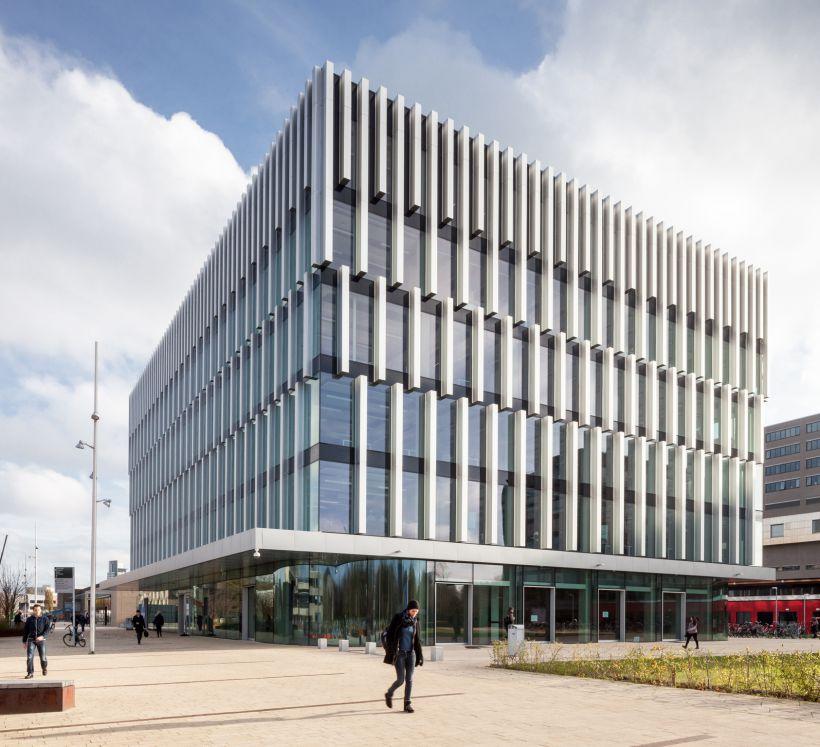 1. Het Polak-gebouw op de campus van de Erasmus Universiteit in Rotterdam